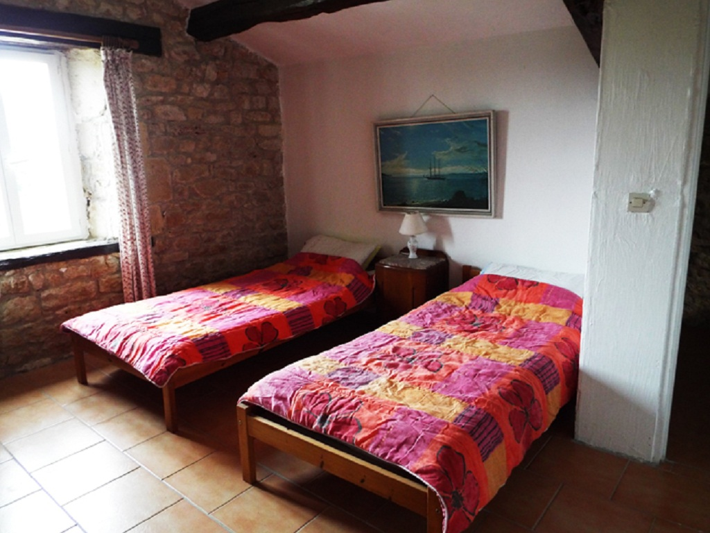 1frene-bedroom3