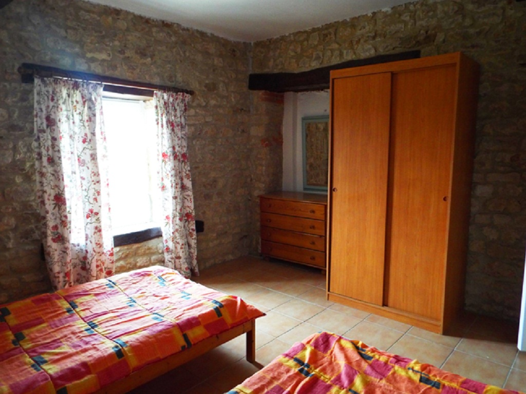1frene-bedroom2
