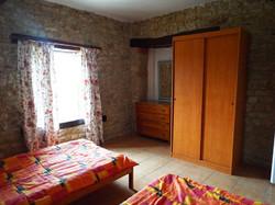 1frene-bedroom2