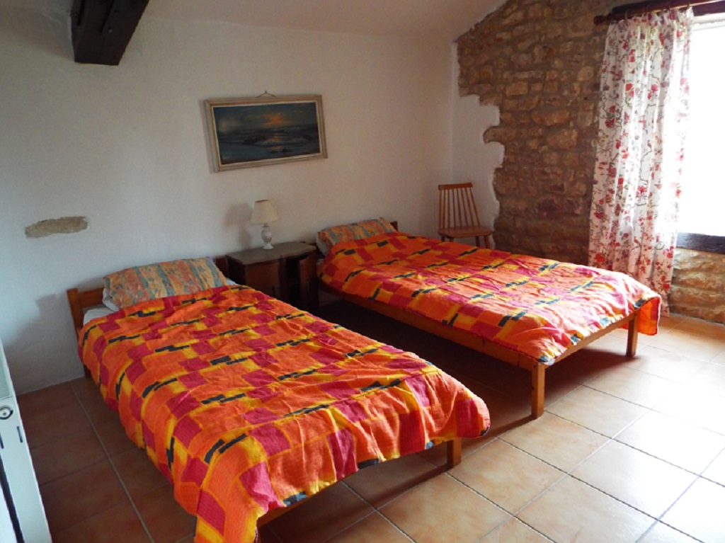 1frene-bedroom2a