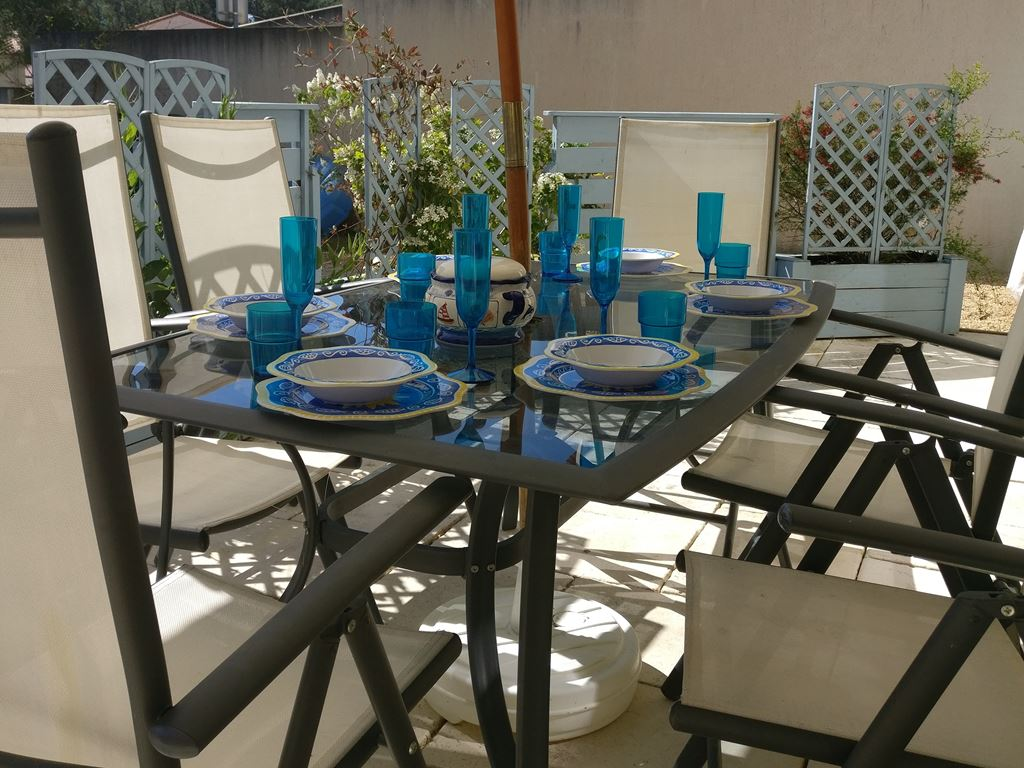 private outdoor dining
