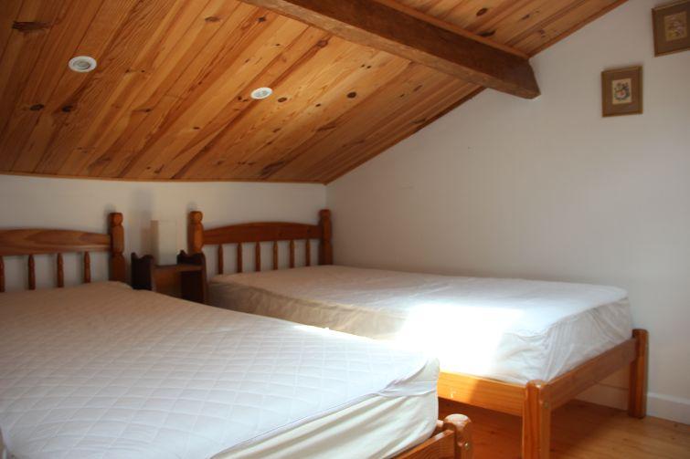 2018 Petite Bijou twin bedroom