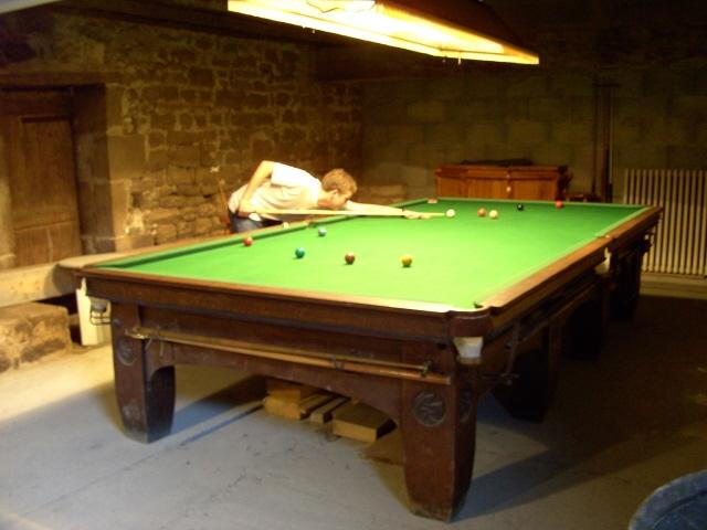 snooker in barn
