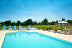 Maison Bourgeois private heated Pool