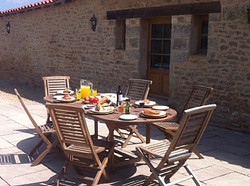 farm-house-fontenay-le-comte-french-holiday-letting-al-fresco-dining