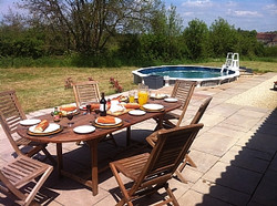 fontenay-le-comte-farm-house-french-rentals-swimming-pool