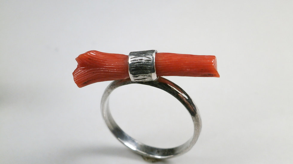 Coral ring (3.15carats)- Sterling Silver 925°