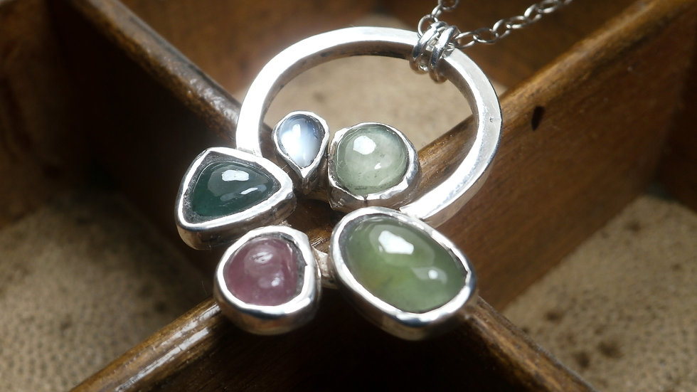 Cabochons multi-Gemstones Necklace