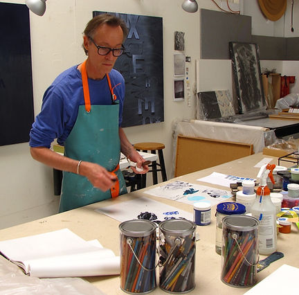 Artist Mark S Thomas painting in his studio