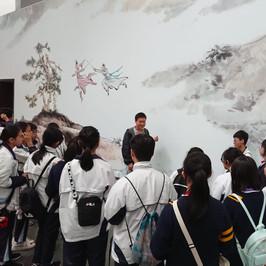 參觀香港文化博物館-金庸館展出歷年來由金庸武俠小說改編而成影視文化作品