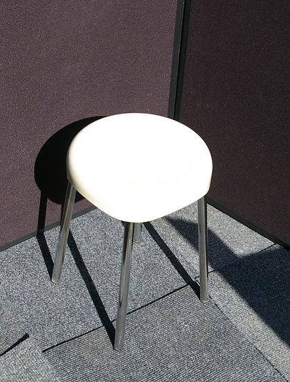 70,S CREAM PLASTIC STOOL WITH CHROME LEGS