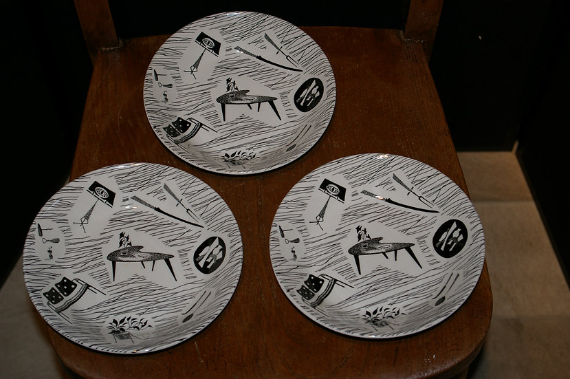 SET OF THREE PRINTED BACKSTAMPS DISHES