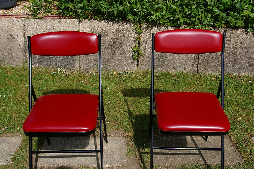 2 RETRO RED AND BLACK FOLDING CHAIRS