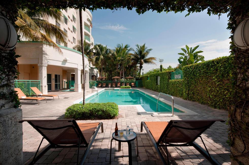 outdoor-pool.jpeg