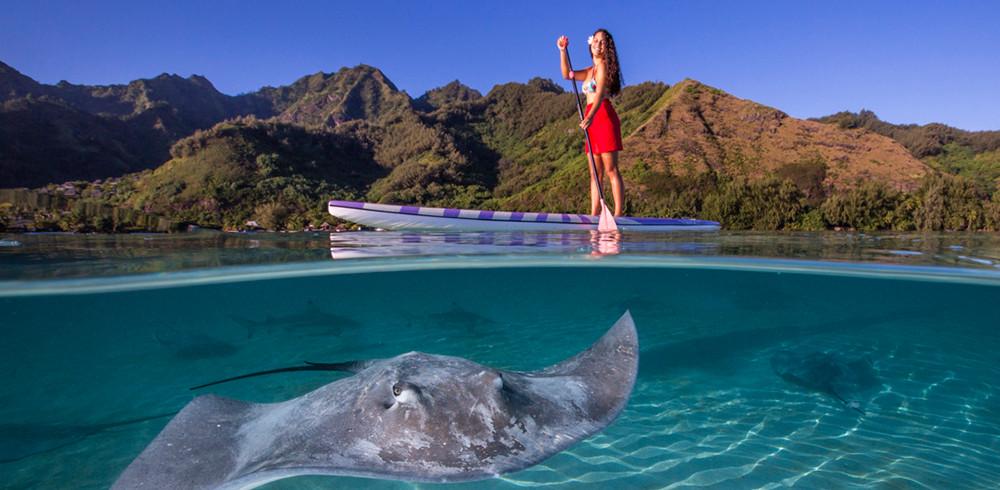 fiona-paddleboarding-moorea-lagoon-tahit