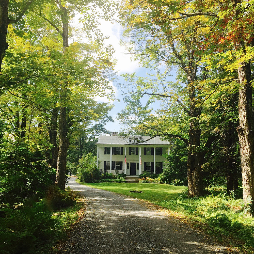 Trees line the Inn at Weathersfield's front drive