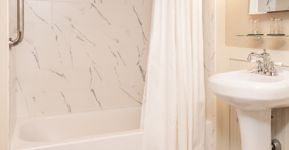 BOWERS GUEST ROOM BATHROOM _INN AT WEATHERSFIELD.jpg