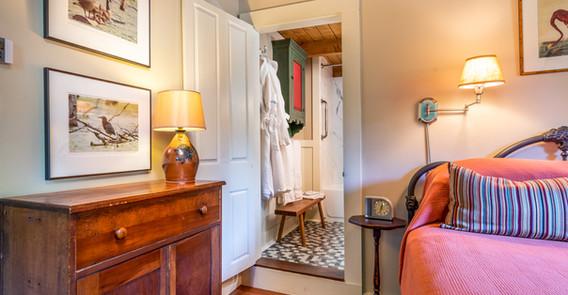 BOWERS GUEST ROOM DETAIL PHOTO _INN AT WEATHERSFIELD.jpg