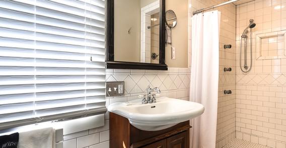 TAFTSVILLE GUEST BATHROOM _INN AT WEATHERSFIELD.jpg