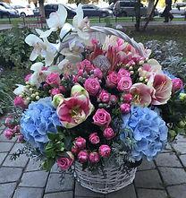 Доставка корзины с цветами