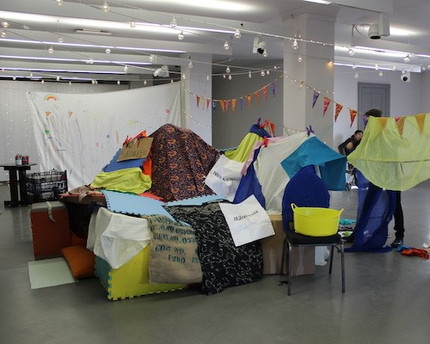 'The Community Den', 3 families that were strangers, worked together to create this amazing city sized den