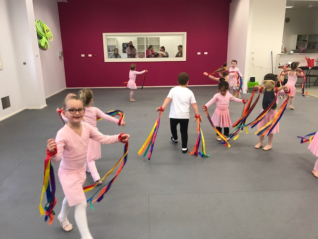 Kinder Dance Ribbon Fun