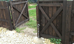 Feather edge gate