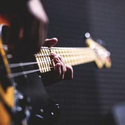 bass guitar-worship