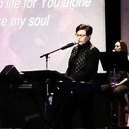 di singing.JPG