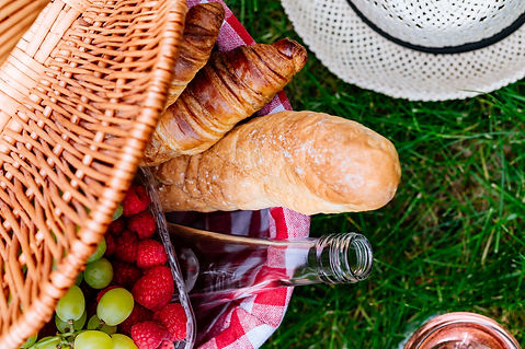 picnic-at-the-park-on-the-grass-basket-w