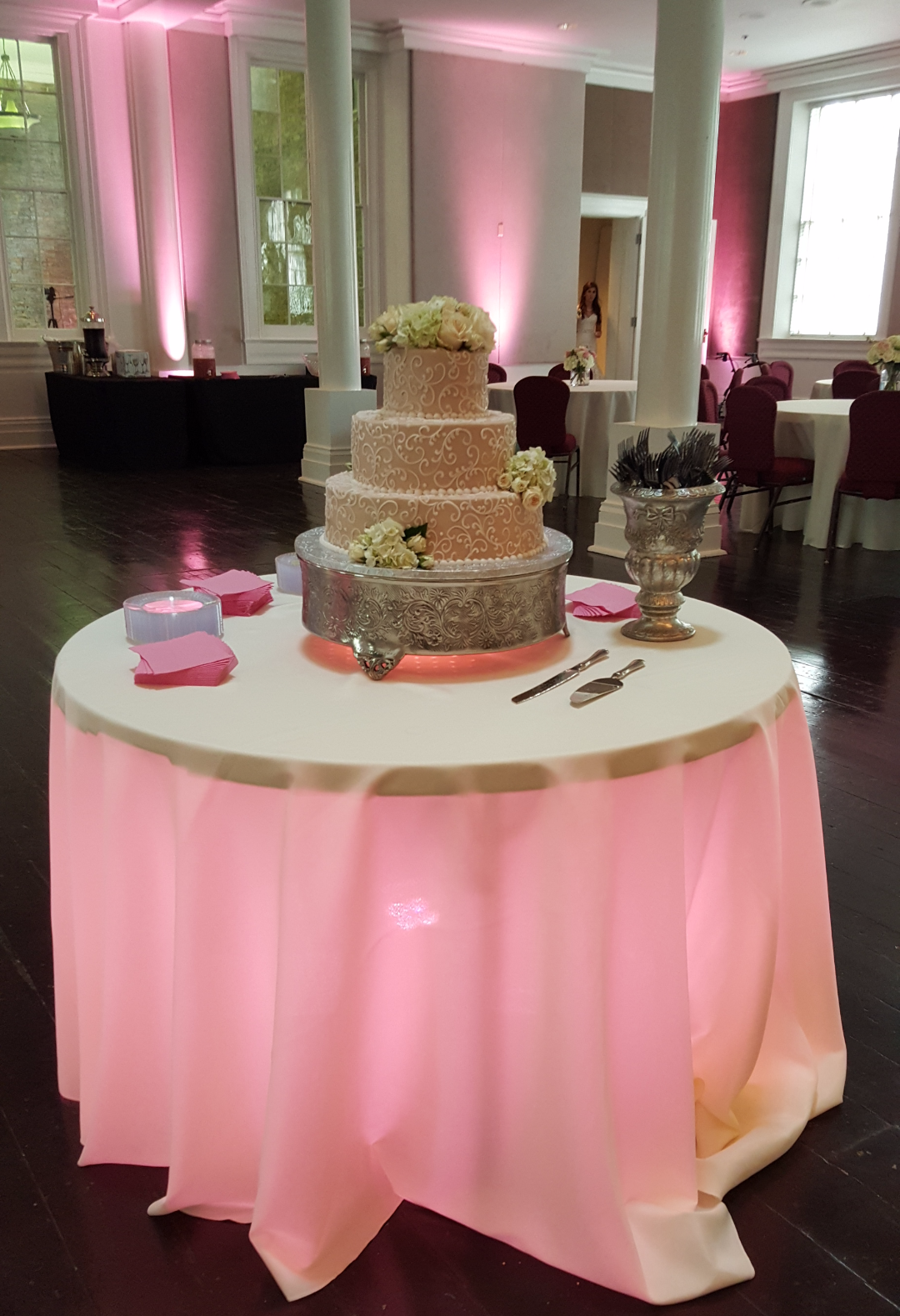 Elegant Cake Spot Lighting!