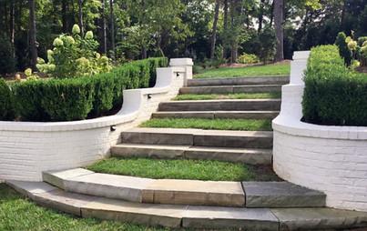 lawn & steps, boxwoods & hydrangeas