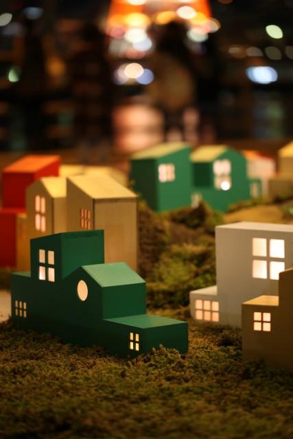 光のソムリエ第136回「おとぎ話ー昼の国・夜の国」サブ画像ー夜の住宅地のイメージ