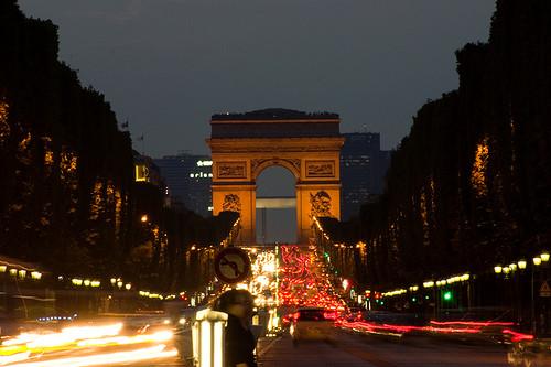 自動車ヘッドライトの変遷 パリ凱旋門