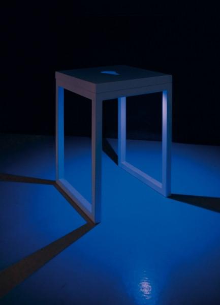 光のソムリエ「Viabizzuno」のライトスツールの明かりを灯したところ
