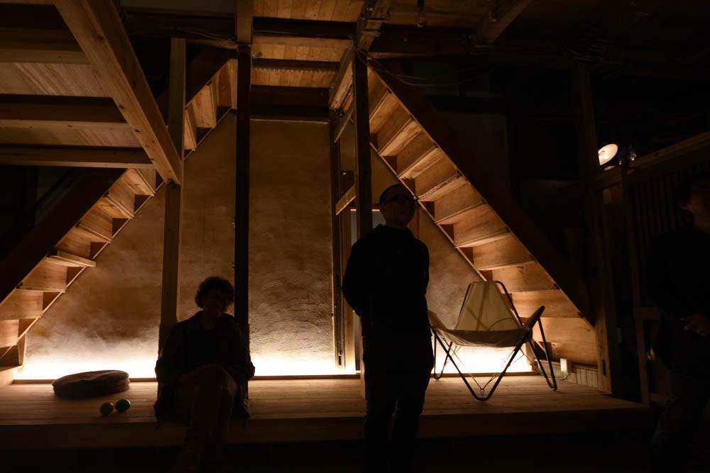 光のソムリエ123回_プロジェクト現場にホーロー引きセードランプを設置した様子