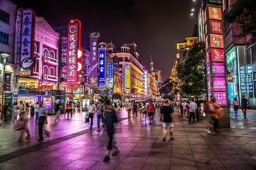 上海の夜の繁華街