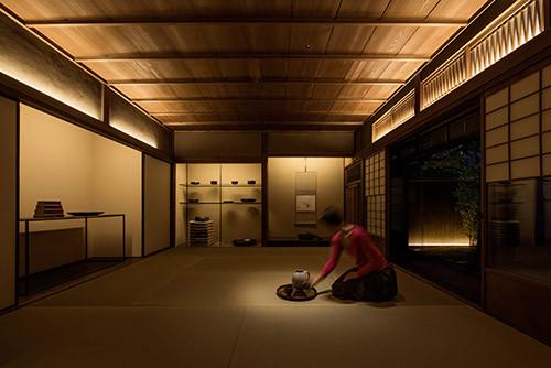 光をポンと置いたイメージ。(日日  Gallery Nichinichi Photo by Toshio Kaneko)