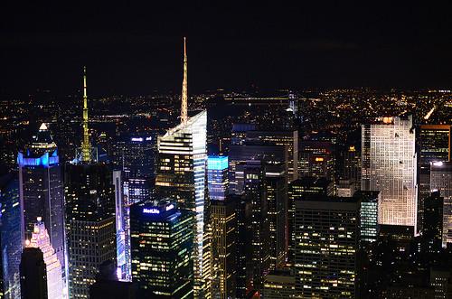 ニューヨークの高層ビルの夜景