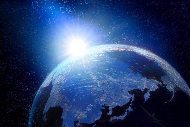 光のソムリエ第136回「おとぎ話ー昼の国・夜の国」メイン画像ー宇宙から見た地球と太陽