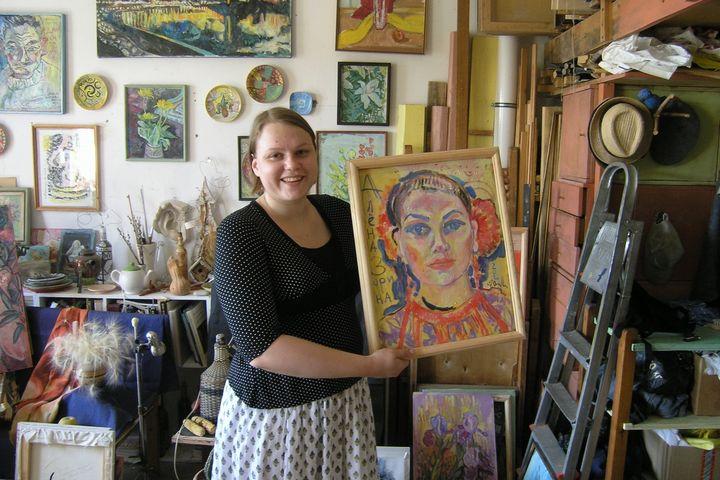 Алёна Зорина со своим портретом. 2020