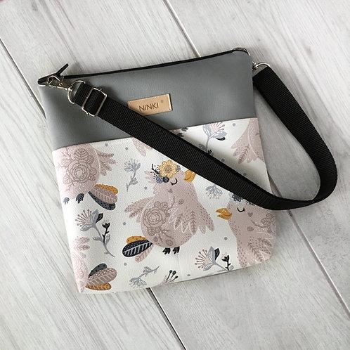 torebka dla dziewczynki ekoskóra (różowe ptaki na białym tle)