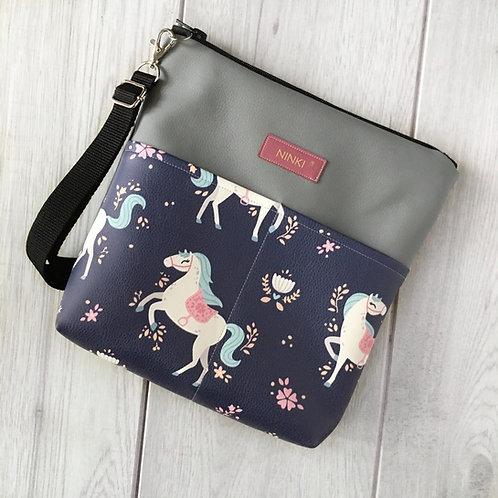 torebka dla dziewczynki ekoskóra (białe konie na granatowym tle)