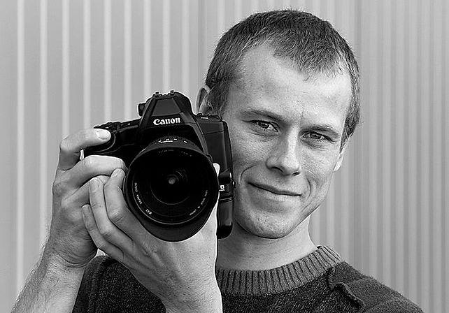 Ich bin Fotograf und Fotoassistent im Raum Bodensee, Schwaben und Allgäu für Werbung, Industrie und Business. Mehr Infos und Kontakt auf www.larslehmann.de