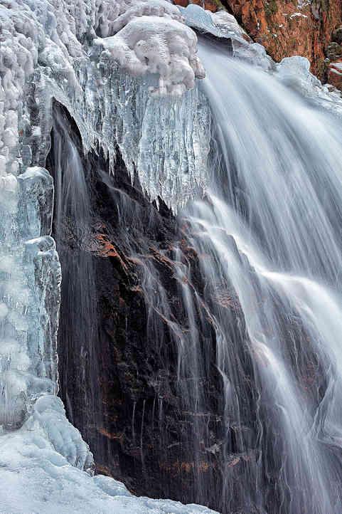 Winter Falls   (W17174.jpg)