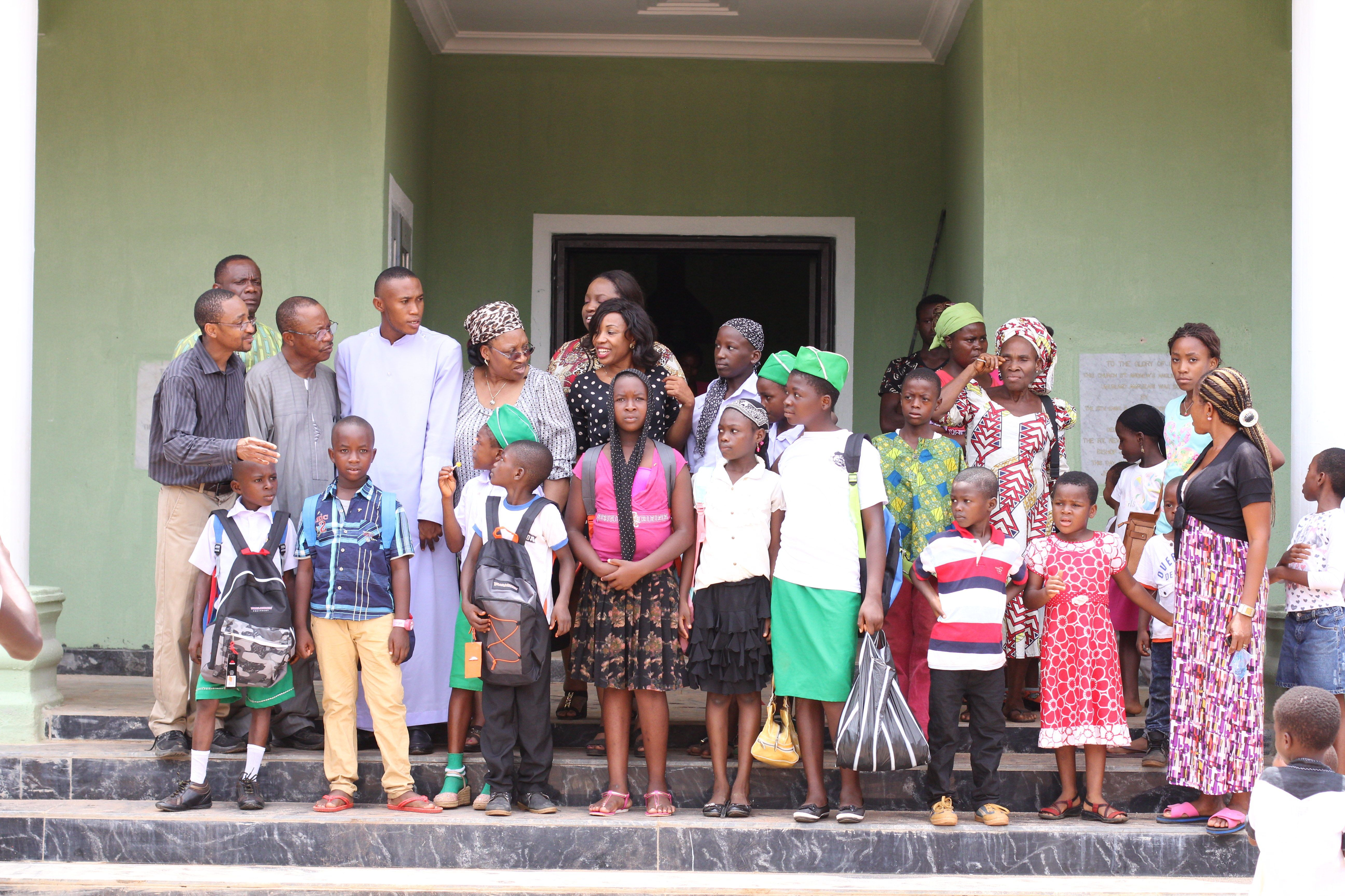 Members of Team with Contestants (1)
