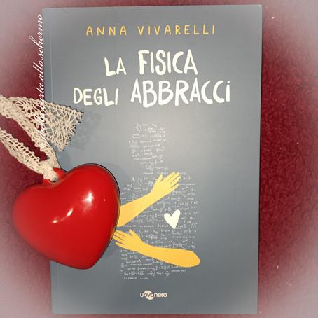 RECENSIONE: La fisica degli abbracci (Anna Vivarelli)