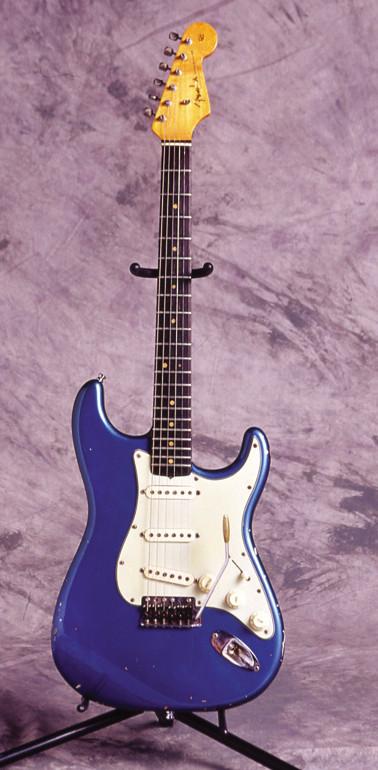 Fender  '64 STRATOCASTER  (Lake Placid Blue)