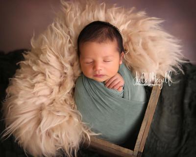 newborn flokati & wraps (30).JPG