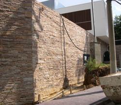 muro pedra madeira
